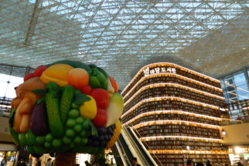 Starfield-coex-mall-seoul-south-korea-shopping-stores-aquarium-gagnam-style-library-books-fruit-tree
