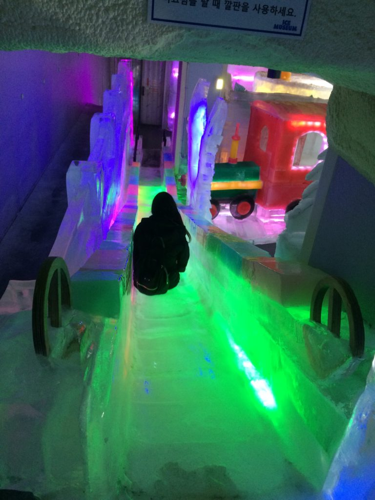 Trickeye-museum-ice-murals-art-pictures-ar-augmented-reality-seoul-hongdae-south-korea
